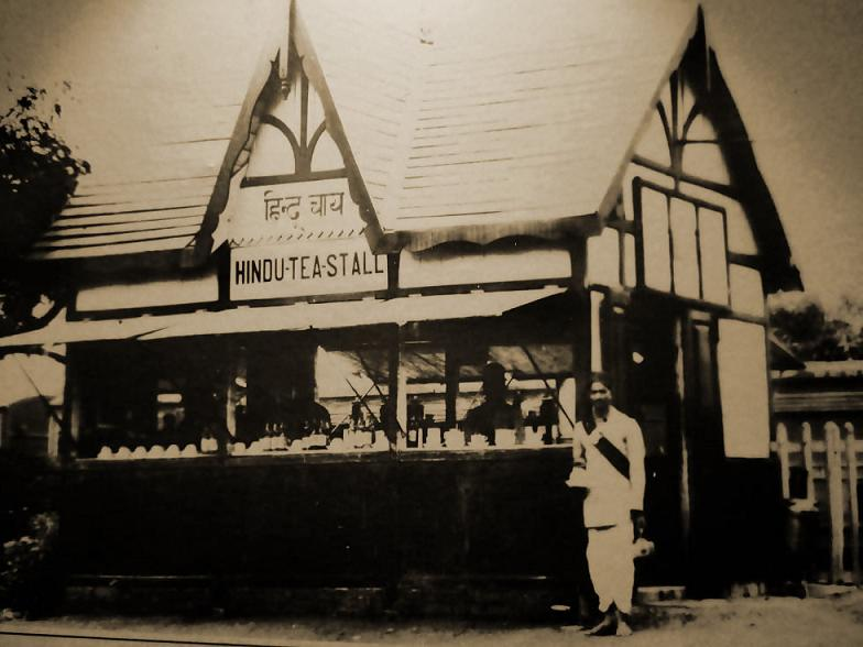 Tea stall at Gondia railway station platform in the 1930s. Archival photo courtesy of Ravindra Bhalerao / Narrow Gauge Railway Museum, Nagpur.